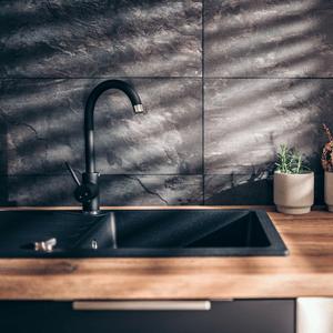 O Grija in minus pentru chiuvetă sau blat, curatarea va fi mult mai ușoară. Fără efort și fără detergenți!